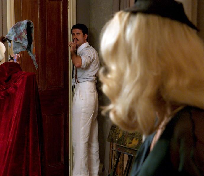 Será que os amantes serão flagrados? (Foto: TV Globo)