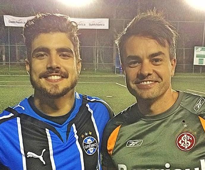 Márcio Kieling em uma partida de futebol com Caio Castro  (Foto: Arquivo Pessoal)