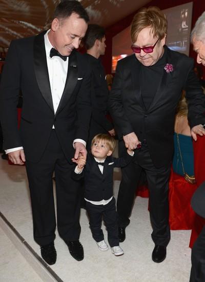 Elton John e David Furnish com o filho Zachary Furnish-John (Foto: Divulgação)