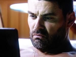 Maurílio enfurece ao saber que Zé planeja envolver a polícia (Foto: TV Globo)