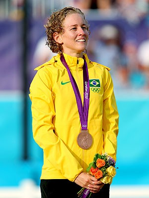 Yane Marques atleta do pentatlo do Brasil com a medalha de Bronze (Foto: Getty Images)
