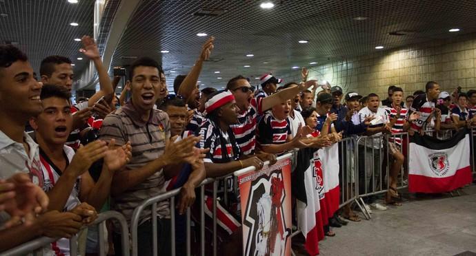Torcida do Santa faz a festa (Foto: Aldo Carneiro (Pernambuco/Press))