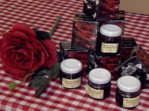 Produtos feitos de pétalas de rosa em Juiz de Fora (Foto: Reprodução/TV Integração)