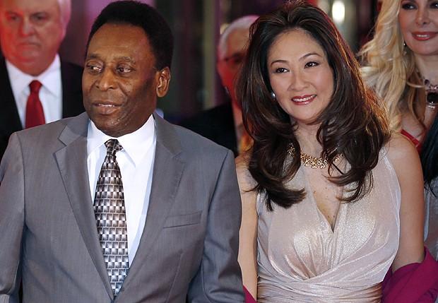 Pelé e Márcia Aoki (Foto: AFP)