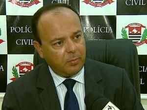 O delegado da Delegacia de Investigações Gerais (DIG) de Araraquara, Elton Hugo Negrini (Foto: Ely Venâncio/EPTV)