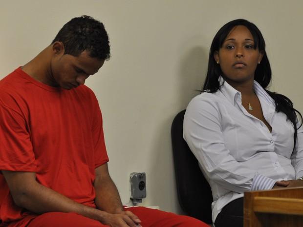 Bruno e Dayanne no início do julgamento (Foto: Renata Caldeira / TJMG)