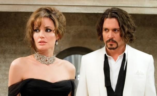 No caminho para Veneza, Elise conhece o professor Frank e o convence a acompanhá-la até o hotel (Foto: Divulgação / Reprodução)