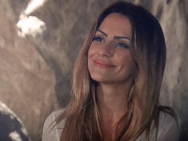 Mas com esse sorriso amarelo Bianca não esconde que achou a notícia péssima (Foto: Salve Jorge/TV Globo)