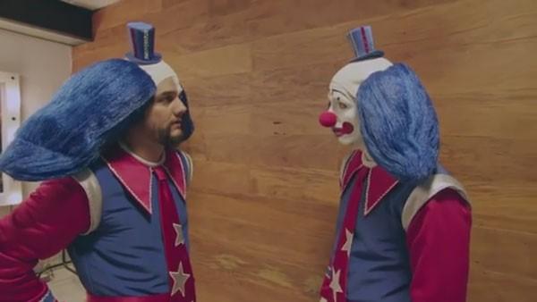 Wagner Moura e Vladimir Brichta em teaser do filme 'Bingo' (Foto: reprodução)