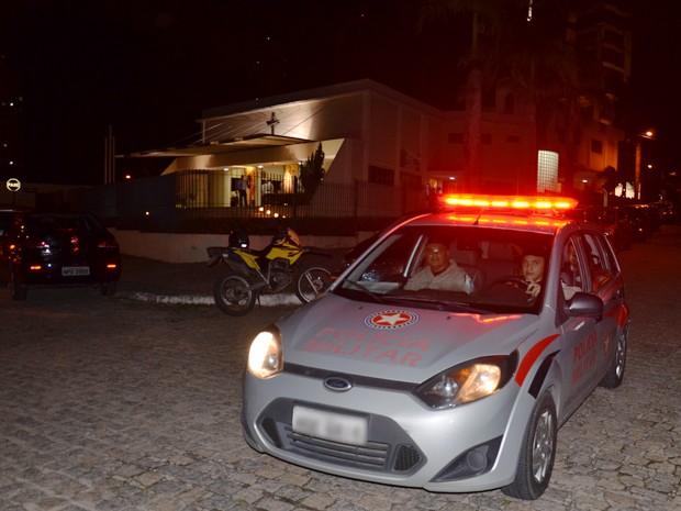 Após o assalto ao padre a Polícia Militar foi acionada e fez rondas na área para tentar localizar os suspeitos (Foto: Walter Paparazzo/G1)
