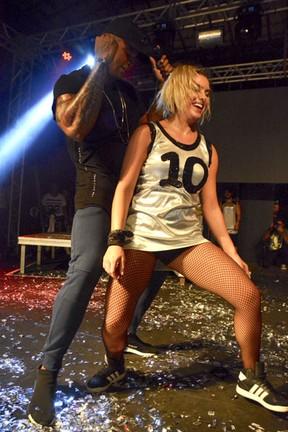 Léo Santana e Lorena Improta em show em Salvador, na Bahia (Foto: André Carvalho/ Ag. Haack)