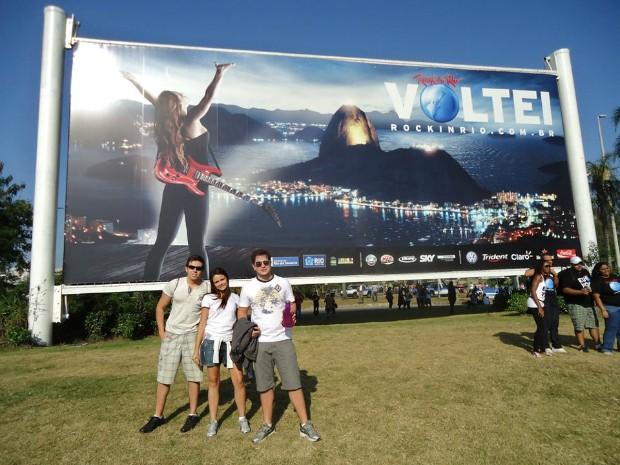 A psicóloga Tirza Almeida, de 21 anos, foi ao Rock in Rio pela primeira vez em 2011 com os amigos (Foto: Arquivo Pessoal)