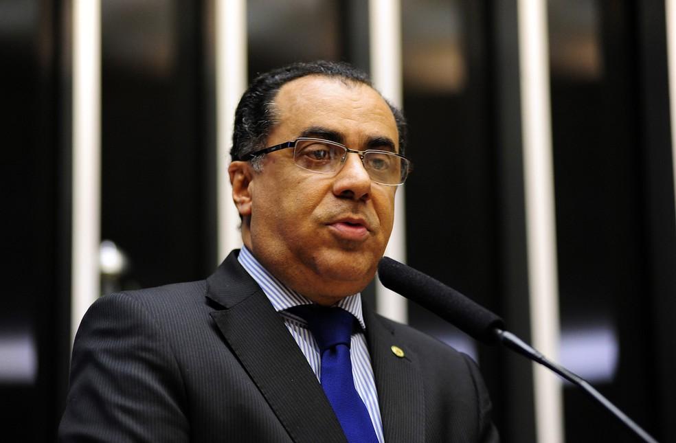 O deputado federal Celso Jacob (PMDB-RJ), durante discurso na Câmara (Foto: Gustavo Lima/Câmara dos Deputados)