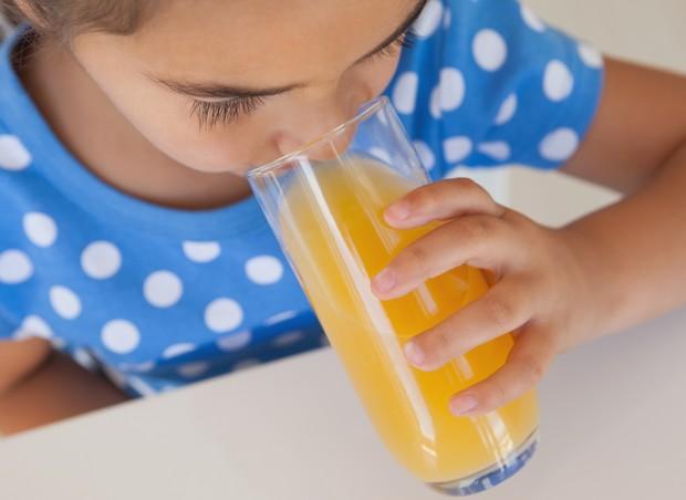 Suco natural, industrializado e refrigerante: criança pode tomar? (Foto: Thinkstock)