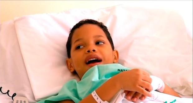 Para a família, o pequeno José Carlos, de 6 anos, é um herói (Foto: Reprodução/Inter TV Cabugi)