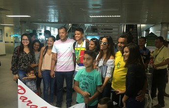 Com ouro inédito, Douglas Santos é recebido com festa em João Pessoa