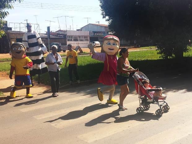 Ação do Detran em faixa de segurança em Ceilândia, no Distrito Federal (Foto: Isabella Formiga/G1)