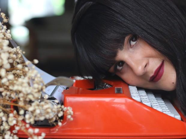 Mônica Meira vai lançar a obra 'Sala de Estar' em 16 de novembro (Foto: Júlia Duarte/Divulgação)