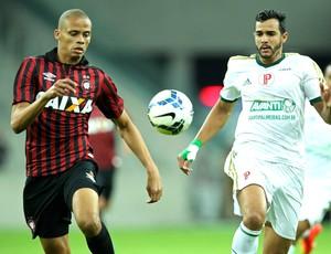 Cleberson e Henrique, Atlético-pr X Palmeiras (Foto: Getty Images)