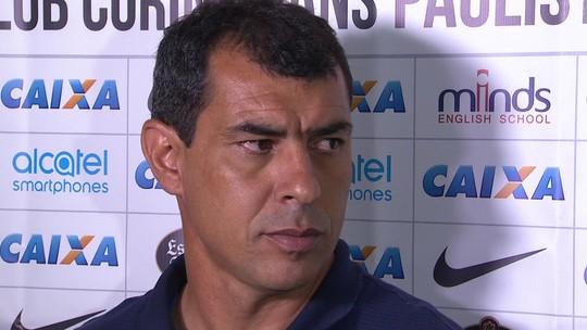 """Carille critica atuação do Corinthians contra Bota: """"Podemos ser melhores"""""""