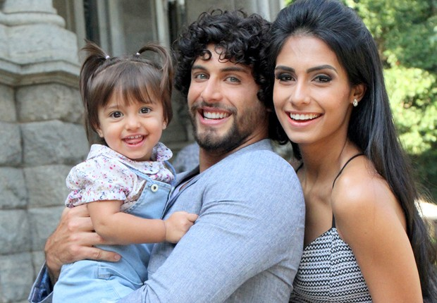 Jesus Luz, Carol Ramiro e a filha, Malena (Foto: Daniel Delmiro)