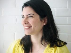 Escritora Barbara Holanda lança livro com lições de educação financeira neste sábado em Fortaleza (Foto: Divulgação)