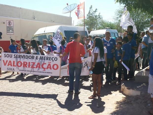 Professores fazem protesto em Araripina, PE (Foto: Ednardo Blast/ TV Grande Rio)