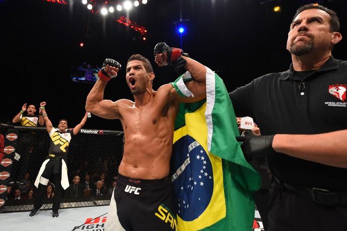Léo Santos não conteve sua alegria com o triunfo sobre o americano (Foto: Getty Images)