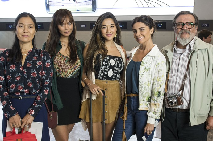 Kazuo e as quatro mulheres da família Tanaka: Mieko, Hiromi, Yumi e Alice (Foto: Renato Rocha Miranda / TV Globo)