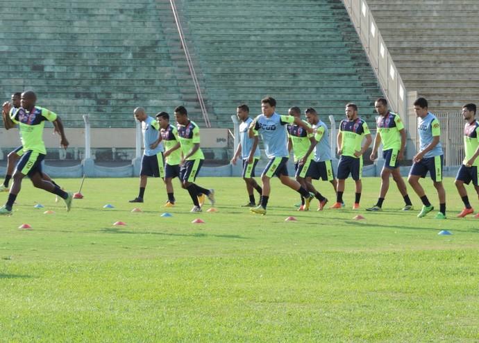 Sob forte calor, gremistas treinaram nesta quarta-feira (23) no Estádio Prudentão (Foto: Ronaldo Nascimento / GloboEsporte.com)