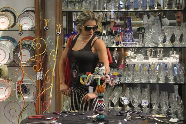 Andreia Andrade no shopping na Barra da Tijuca, RJ (Foto: Marcus Pavão - AgNews)