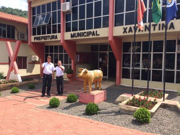 Prefeito e vice eleitos indiretamente vão comandar prefeitura até dezembro (Foto: Isabella Fernandez/RBS TV)