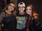 Preta Gil e Giovanna Lancellotti vão a show em São Paulo