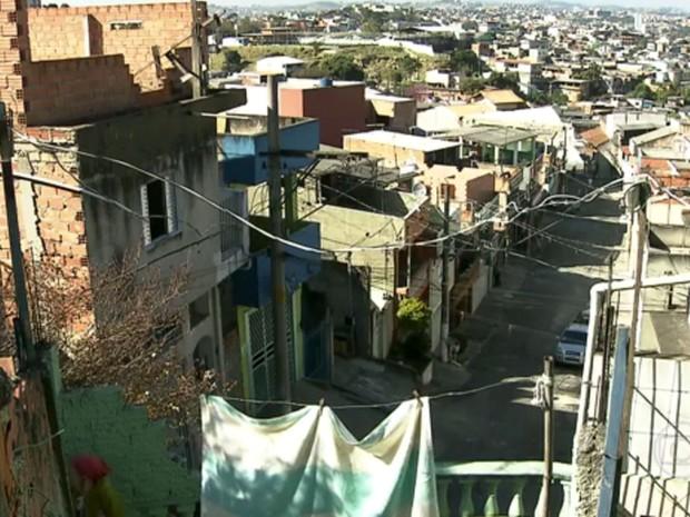Famílias ganham concessão de área invadida em Guaianases, na Zona Leste de São Paulo, após 27 anos (Foto: Reprodução TV Globo)