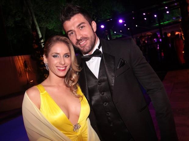 Ex-BBB Cristiano com a namorada (Foto: Léo Franco/Ag. News)