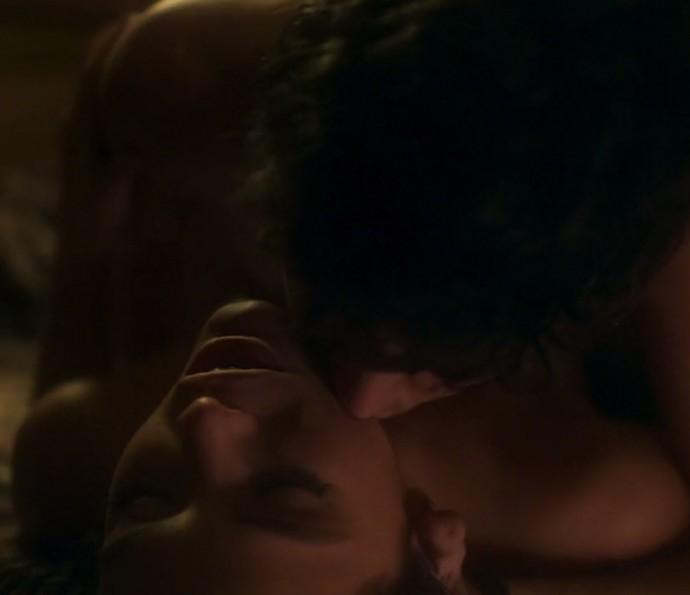 Beatriz e Davi: um romance cheio de exageros e noites quentes (Foto: TV Globo)
