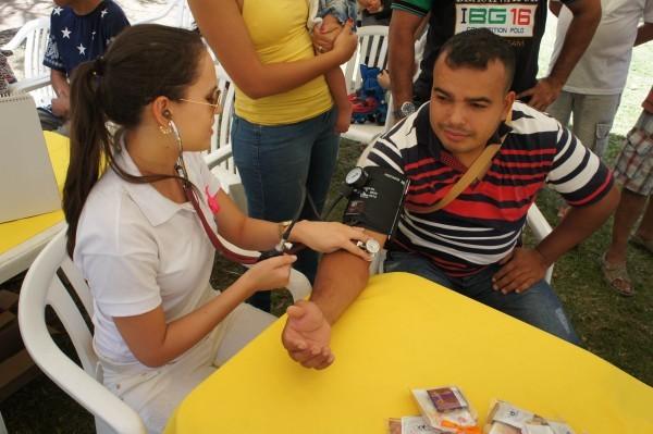 População também aproveitou os serviços de saúde (Foto: Daniel Sousa/TV Paraíba)