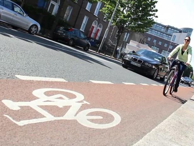 Ciclovia em Dublin, na Irlanda; na cidade há mais respeito com os ciclistas, segundo a polícia (Foto: Reprodução/TV Gazeta)
