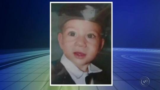 Mulher achada enterrada com filho foi morta por estrangulamento, diz laudo
