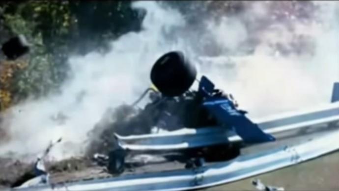 O carro de François Cevert foi arremessado contra o guard rail, e o francês não resistiu ao acidente (Foto: Reprodução / YouTube)