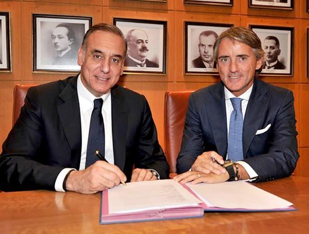 Roberto Mancini assina com galatasaray (Foto: Reprodução / Site Oficial do Galatasaray)