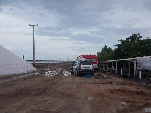 Samu e PM precisaram do auxílio de um trator para chegar ao local (Foto: José Nilson)