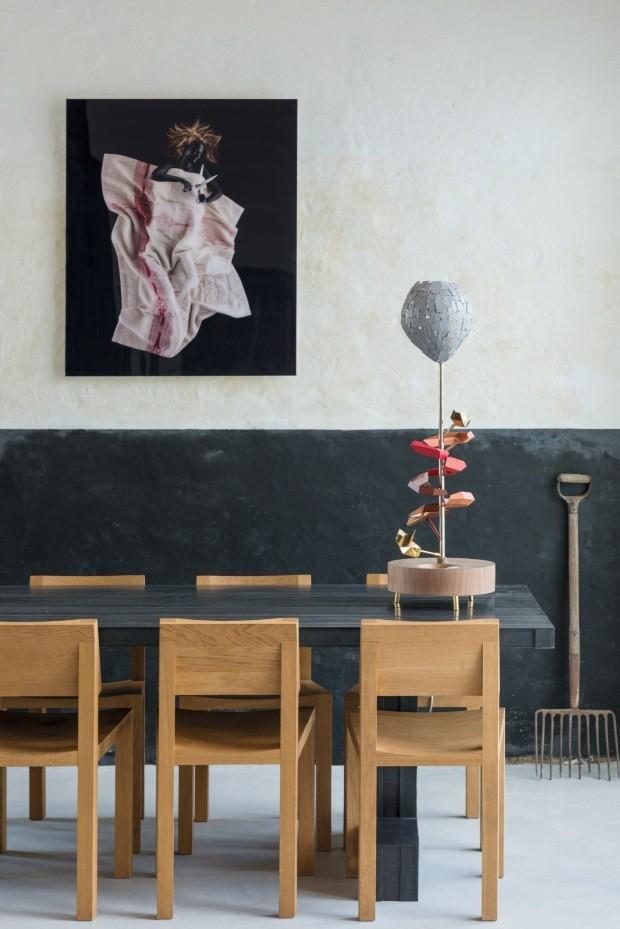 Décor do dia: sala de jantar moderninha com parede bicolor (Foto: Mariëlle Leenders/ divulgação)
