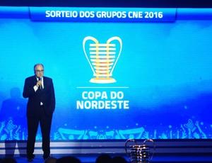Alexi Portela sorteio copa do Nordeste 2016 (Foto: Alexandre Lago/GloboEsporte.com)