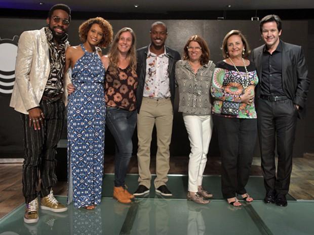 Thiaguinho, Lucinha Araújo, direção e elenco juntos  (Foto: Pedro Curi / TV Globo)