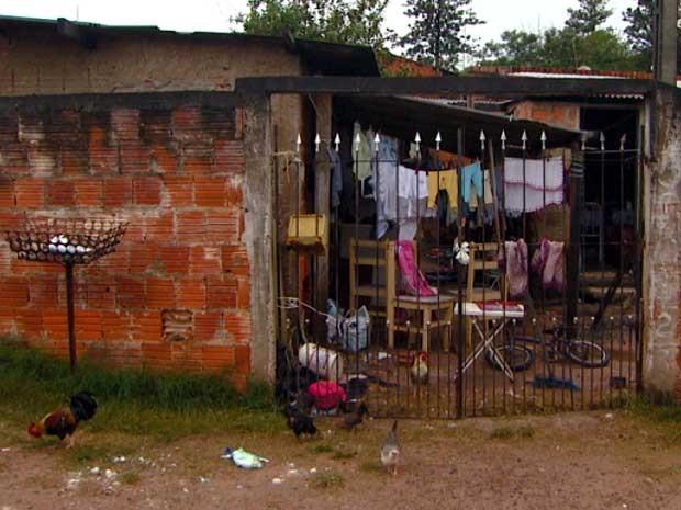 Casa em áreaa de invasão em Campinas (Foto: Reprodução EPTV)