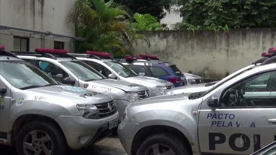 Pátios de batalhões da PM acumulam carros parados no Grande Recife