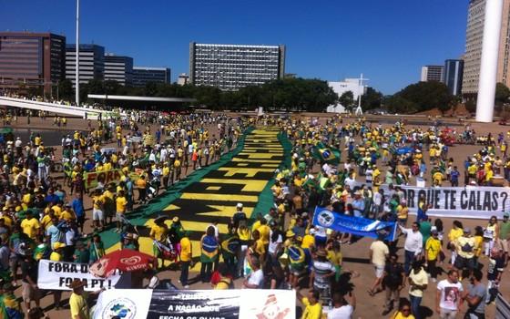 Manifestação em Brasília contra governo de Dilma Rousseff (Foto: Thiago Bronzatto)