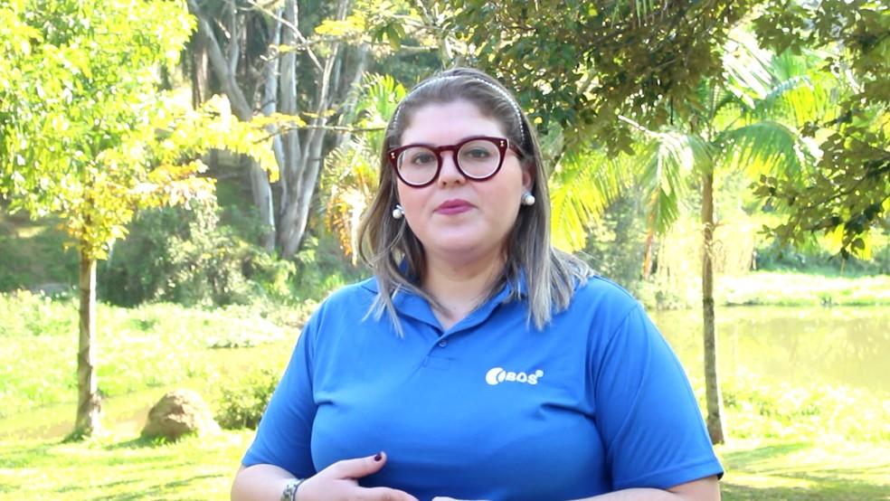 Yara Araújo, coordenadora da entidade, explica sobre o trabalho realizado com deficientes visuais em Sorocaba (Foto: Camila Forti/G1)