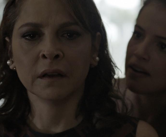 Giovanna revela toda verdade sobre Angel e Alex para Carolina  (Foto: TV Globo)